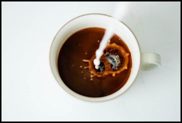 Dolewka sojowego mleka? Opcja dla bogatych? / fot. pexels.com