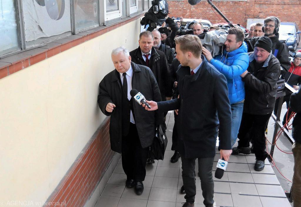 Jarosław Kaczyński przed siedzibą partii. Ul. Nowogrodzka, Warszawa