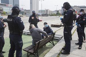 W czasie pandemii policjanci wystawili mniej mandatów niż rok wcześniej. A Polacy i tak ich nie płacą