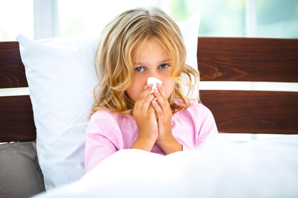 Często większą odpornością wykazują się dzieci, które były we wcześniejszym okresie życia hartowane, bądź miały już kontakt z zarazkami.