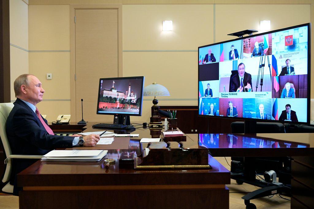 29.04.2021, Moskwa, prezydent Rosji Władymir Putin podczas wideokonferencji z członkami Francusko-Rosyjskiej Izby Handlu i przedstawicielami francuskiego biznesu.
