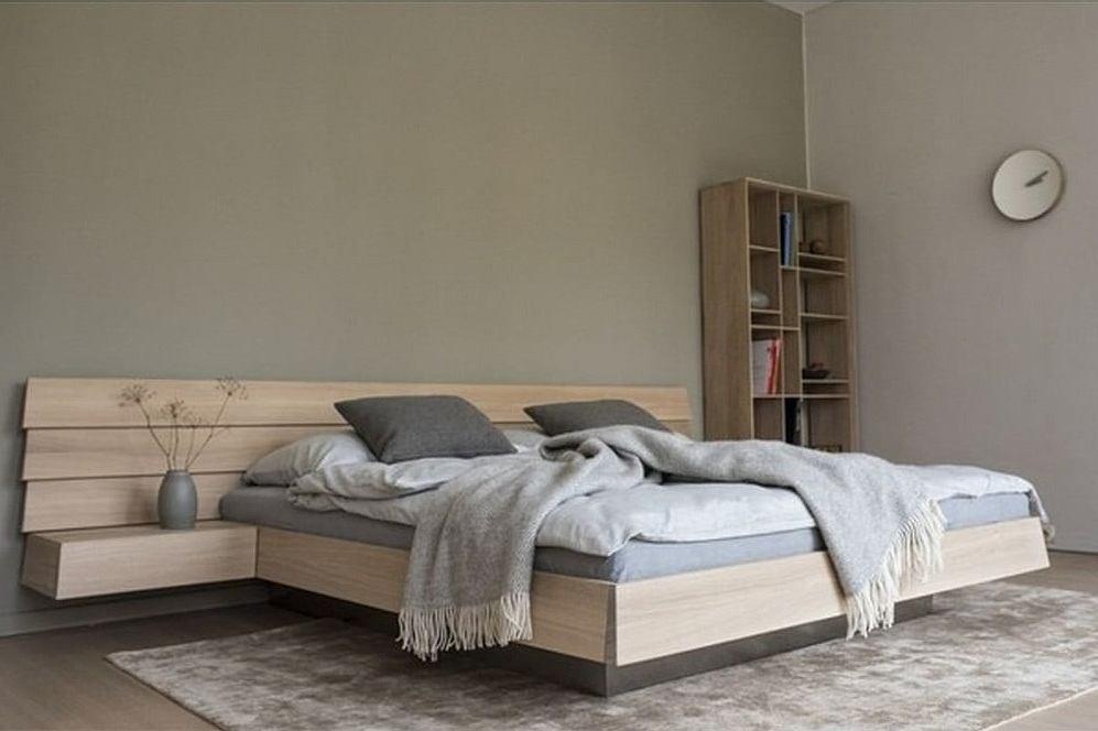 Dębowe łóżko w nowoczesnej sypialni