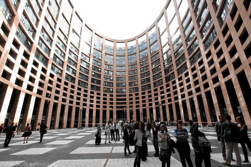 Agora Bronisława Geremka - plac wewnątrz gmachu Parlamentu Europejskiego w Strasburgu