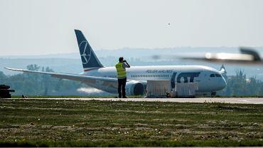 Boeing 787 w barwach LOT na lotnisku Jasionka. 30 kwietnia 2018