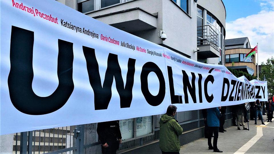 Pikieta w obronie aresztowanego na Białorusi Andrzeja Poczobuta
