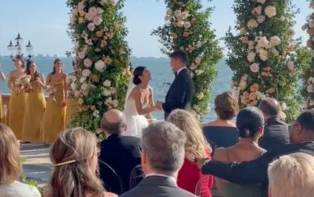 Panna młoda zaskoczyła pana młodego podczas ślubu