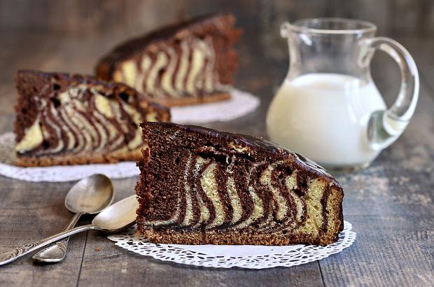 Ciasto zebra - proste, szybkie i efektowne. Jak się za nie zabrać? [PRZEPIS]