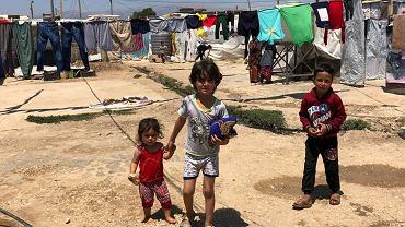 Dzieci syryjskich uchodźców w prowizorycznym obozie nad rzeką Litani w Libanie, 29 czerwca 2019 r.