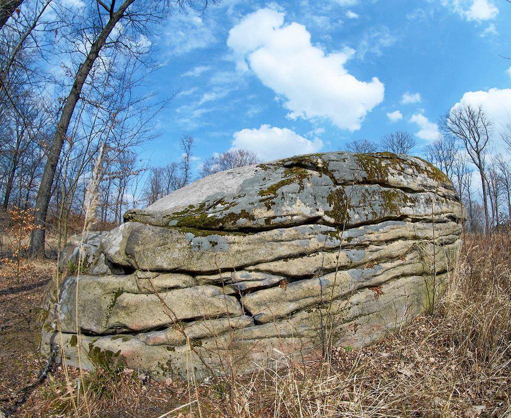 Rowerem w rejonie Strzelina. Spotkamy tam dużo geologicznych atrakcji, takich jak Skałka Marienstein w Gębczycach