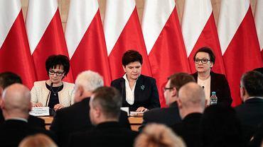 Premier Beata Szydło i minister edukacji Anna Zalewska podczas spotkania z kuratorami oświaty i wojewodami