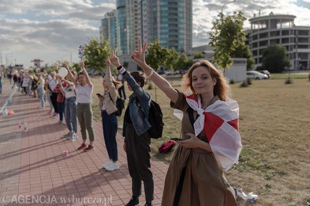 Pokojowy protest kobiet przeciwko przemocy reżimu - po sfałszowanych przez Łukaszenkę wyborach prezydenckich. Mińsk, 13 sierpnia 2020