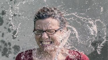 Tak też można myć włosy (pexels.com)
