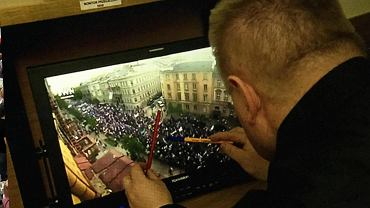"""""""Wiadomości"""" policzyły, ile osób wzięło udział w marszu KOD i opozycji"""