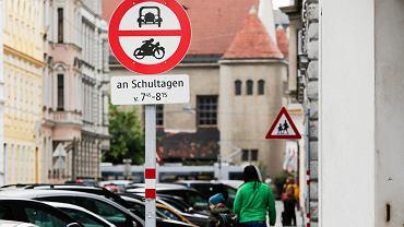 Wiedeń - znaki koło szkoły