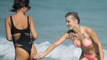 Joanna Krupa w kusym bikini odpoczywała w Miami. Gwiazda jak zawsze wyglądała rewelacyjnie, ale tym razem to nie ona zwróciła nasza uwagę. Nad oceanem towarzyszyła jej była przyjaciółka Natalii Siwiec, Patrycja Mikuła, która w kostiumie kąpielowym prezentowała się wręcz obłędnie. Pod wrażeniem jej wdzięków była nawet sama Krupa, która swój zachwyt wyraziła w dość niecodzienny sposób. Zajrzyjcie do naszej galerii i zobaczcie sami!