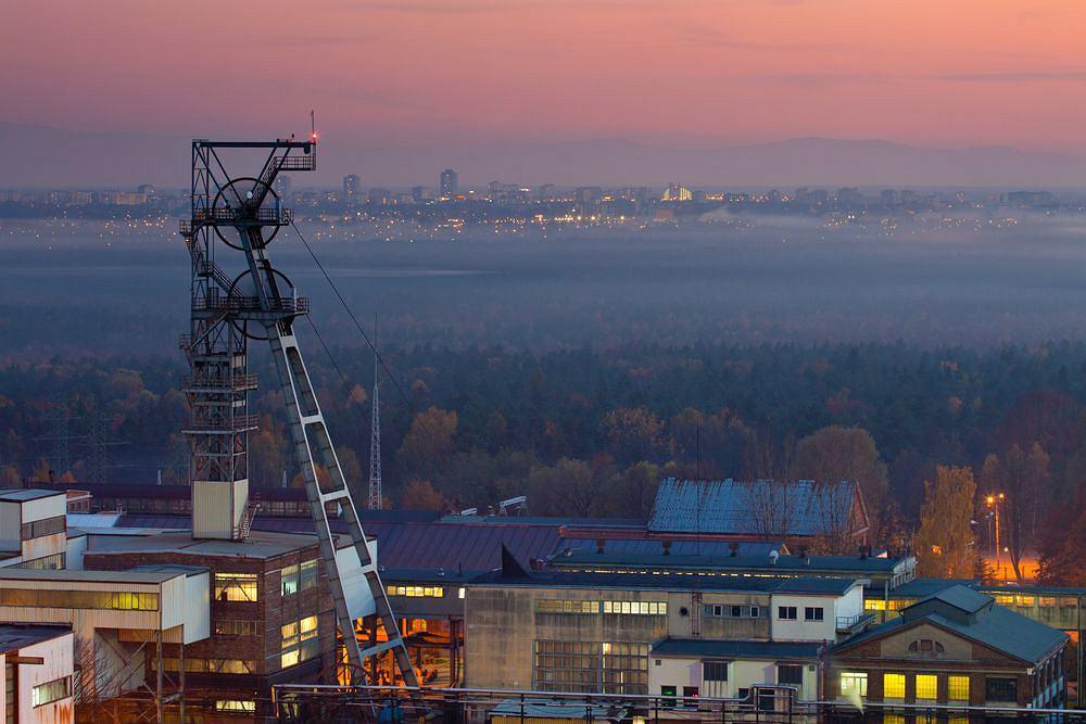 KATOVICE - KATOWICE. Stolica województwa śląskiego i wschodniej części Górnego Śląska; jest miastem przemysłowym, ale też ma swoją unikatową listę zabytków z modernistycznym Drapaczem Chmur na czele.