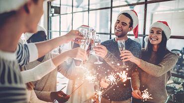Wigilia w pracy: Warto postawić granice, by impreza nie wymknęła się spod kontroli