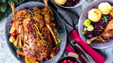 Na świąteczny obiad bożonarodzeniowy doskonale sprawdzi się kaczka pieczona - można upiec ją w całości albo wybrać tylko jej pierś lub udka