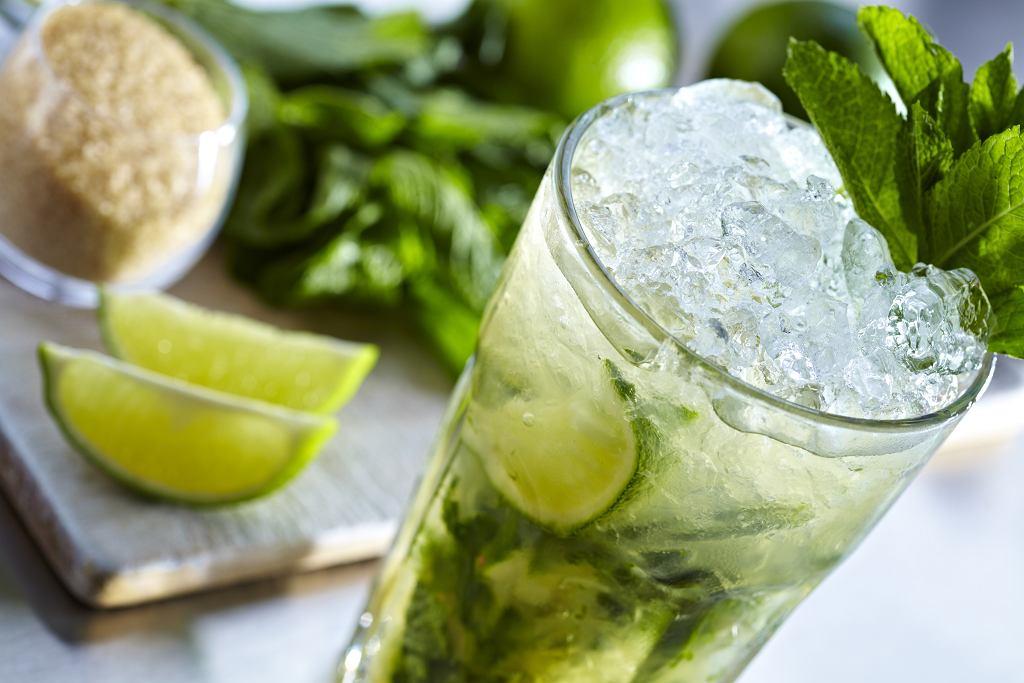 Mojito to jeden z najpopularniejszych i najbardziej lubianych drinków.