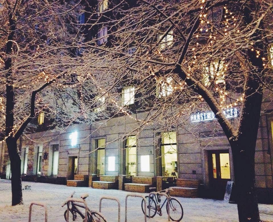 Neon nad wejściem klubokawiarni Państwomiasto, ul. Andersa 29 / fot. Państwomiasto
