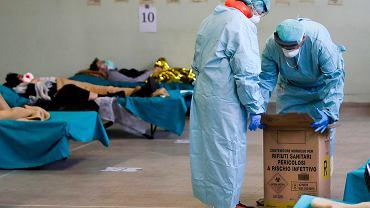 Włochy. Szpital awaryjny dla chorych na wywołaną przez nowego koronawirusa chorobę COVID-19