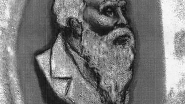 Egomet Brahtz na starym medalionie z kamienia pamiątkowego z 1922 r.