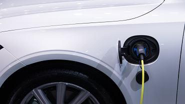 Energa pozwoli naładować samochód elektryczny z latarnii