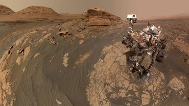 """Dzieje się na Marsie. Perseverance """"niszczy"""" skałę laserem, a Curiosity robi niezwykłe selfie"""