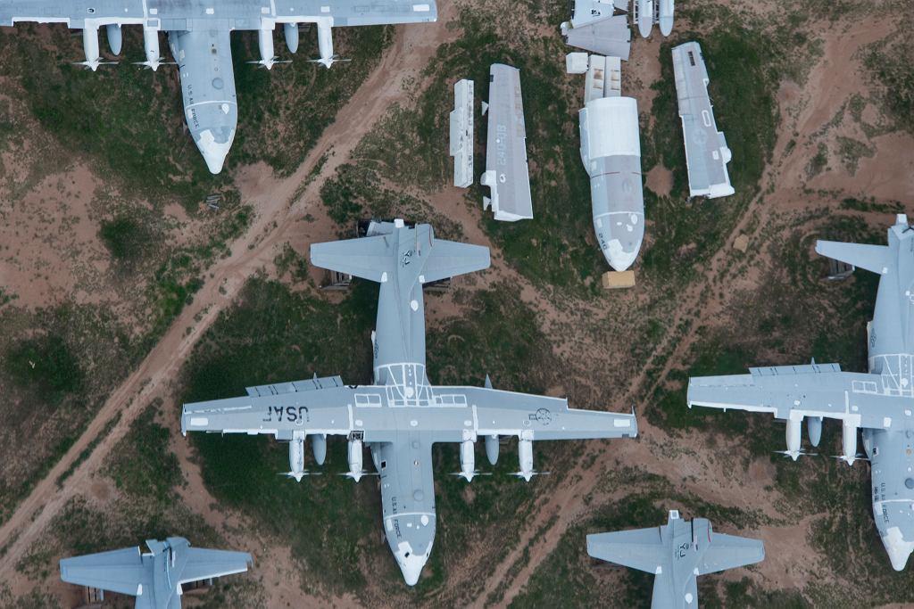 Samoloty C-130 Herkules na składowisku w Tucson
