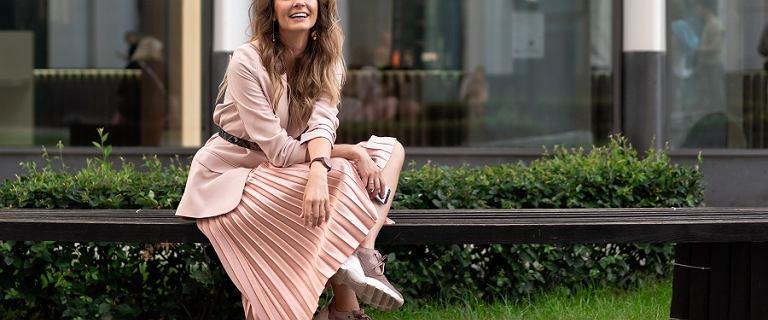 Długie spódnice na lato za grosze - jak nosić najgorętszy trend sezonu?