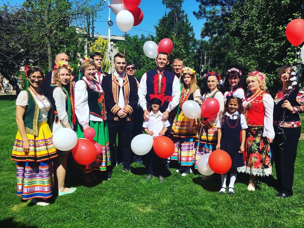 Aleksander (pośrodku) podczas Dnia Flagi Polskiej w Krasnodarze (fot. Archiwum prywatne)