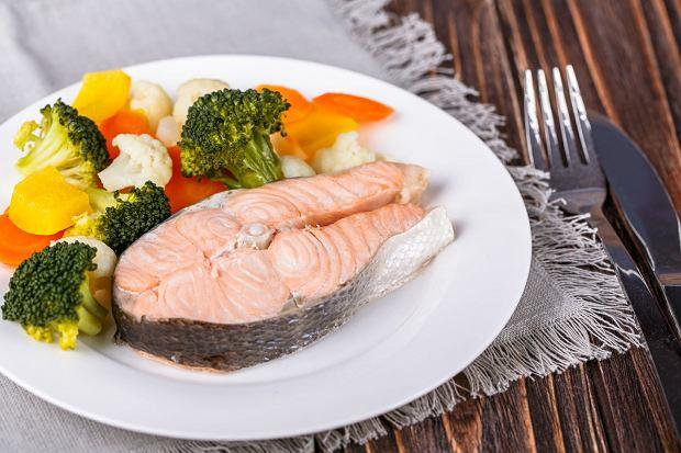 Ryby nie zaszkodzą, o ile nie są smażone. Piecz je lub gotuj na parze tak jak warzywa