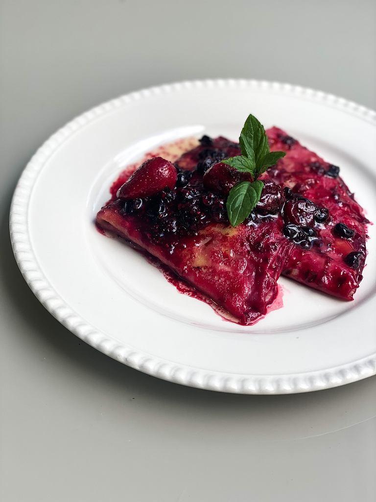 Naleśniki smażone w owocach z kompotu