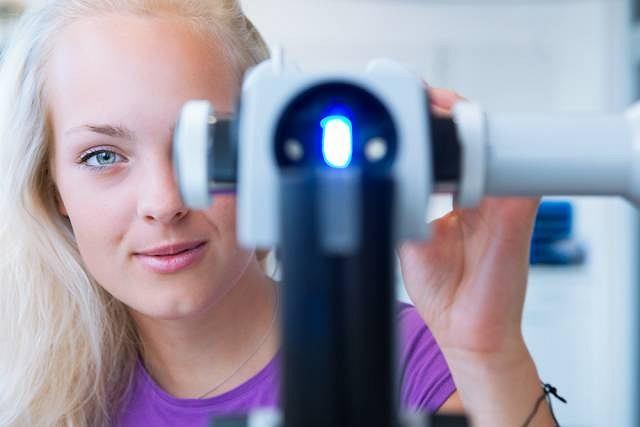Oftalmoskopia to rodzaj badania dna oko, które niekiedy wykonywane jest u osób z cukrzycą lub nadciśnieniem
