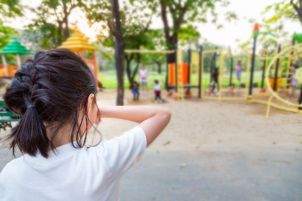 Na placach zabaw często dochodzi do nieporozumień między dziećmi. Rodzice muszą wyczuć, kiedy reagować.