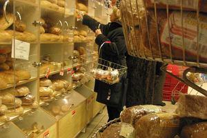 Konsystencja waty, zero smaku... Jak nie kupić kiepskiego chleba?