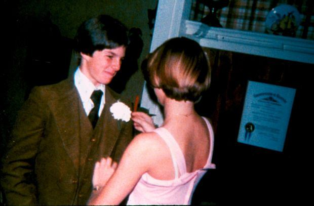 ??BAUER-GRIFFIN.COM FOR USA SALES: Contact Randy Bauer (310) 910-1113 bauergriffinsales@gmail.com FOR UK SALES: Contact Caroline 44 207 431 1598 MUST BYLINE: EROTEME.CO.UK Pictures of a young Tom Cruise, his date and early theatricals. Job# 130502FG1 May 2013 Exclusive www.bauergriffin.com www.bauergriffinonline.com