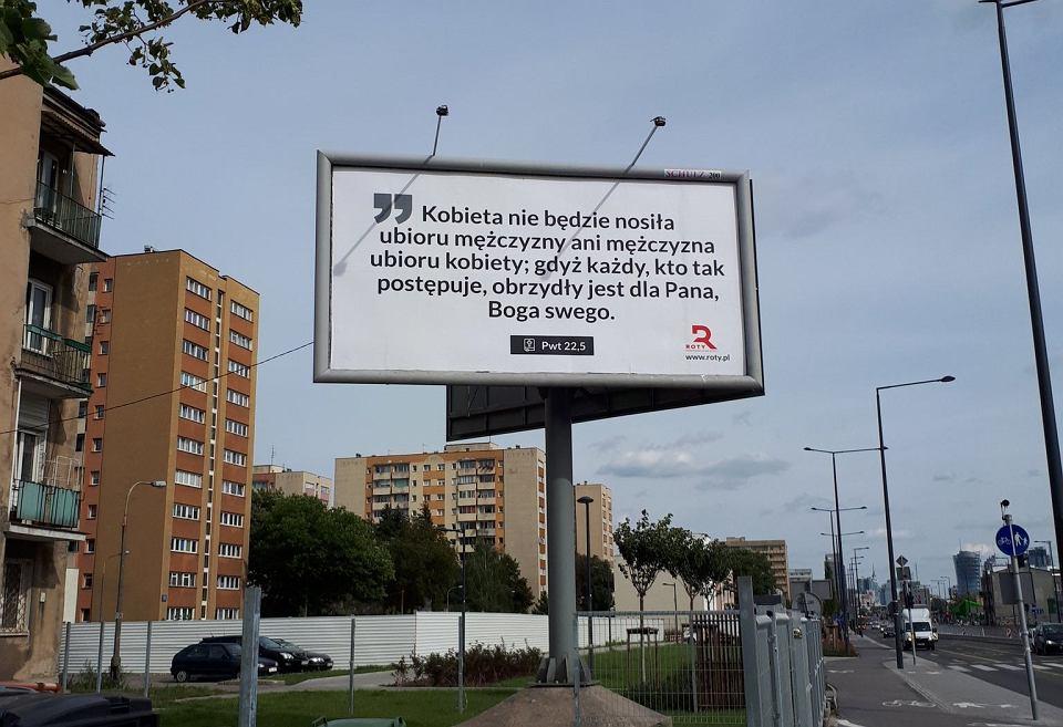 Bilbordy z cytatami z Pisma Świętego sfinansowało stowarzyszenie Roty Niepodległości