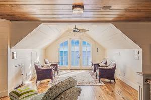Aranżacja poddasza, czyli jak urządzić mieszkanie ze skosami w dobrym stylu?