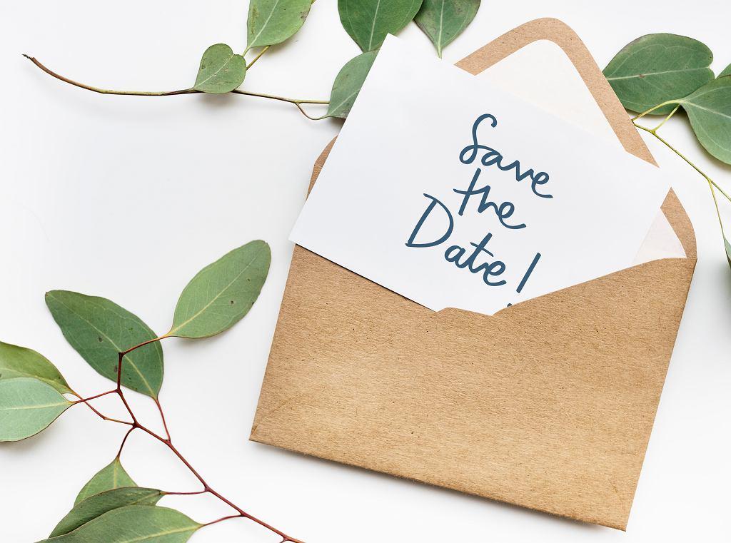 Save the date to zawiadomienie o ślubie. Zdjęcie ilustracyjne
