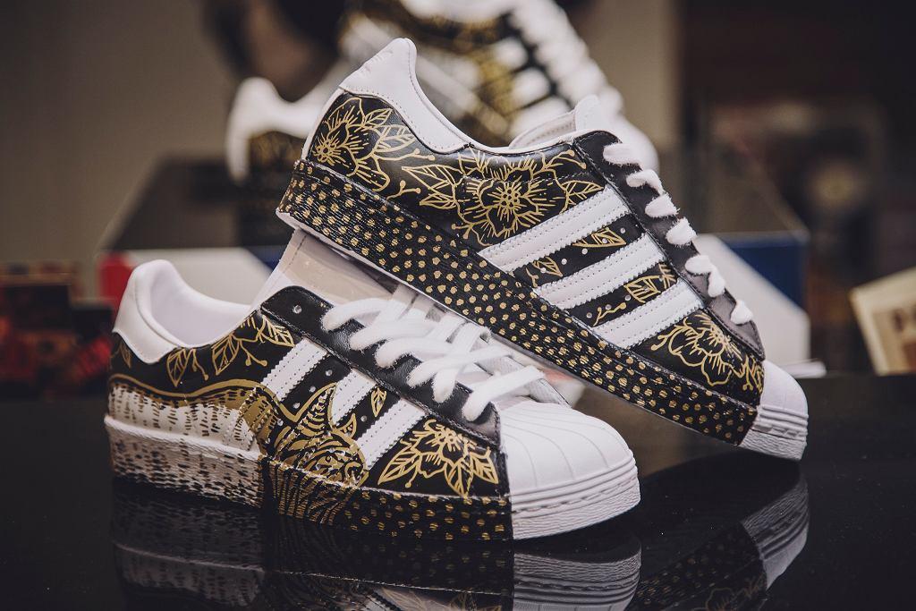 Superstary adidas Originals ozdobione przez polskich tatuażystów: proj. Dagna Wrażeń