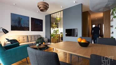 Mieszkanie po remoncie: makrama i zgaszone błękity