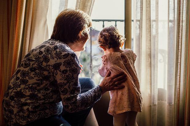 Dziadkowie w Szwajcarii mogą przytulać wnuki? Są dwa warunki