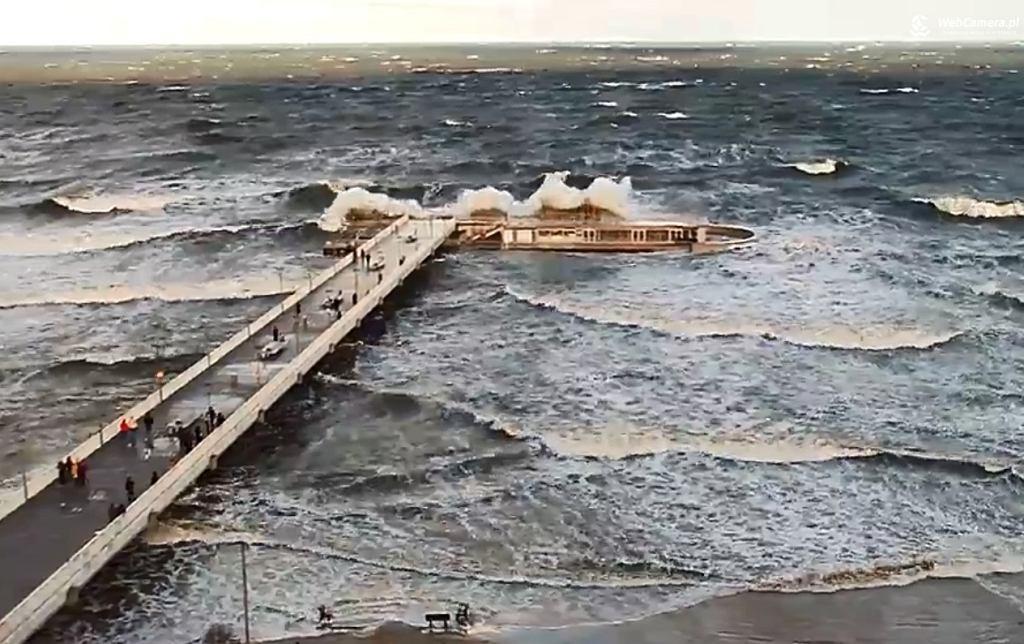 Fale w Kołobrzegu