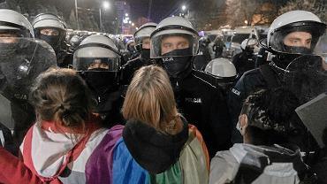 Policja podczas protestu pod domem wicepremiera Jarosława Kaczyńskiego , 22 października 2020 r.