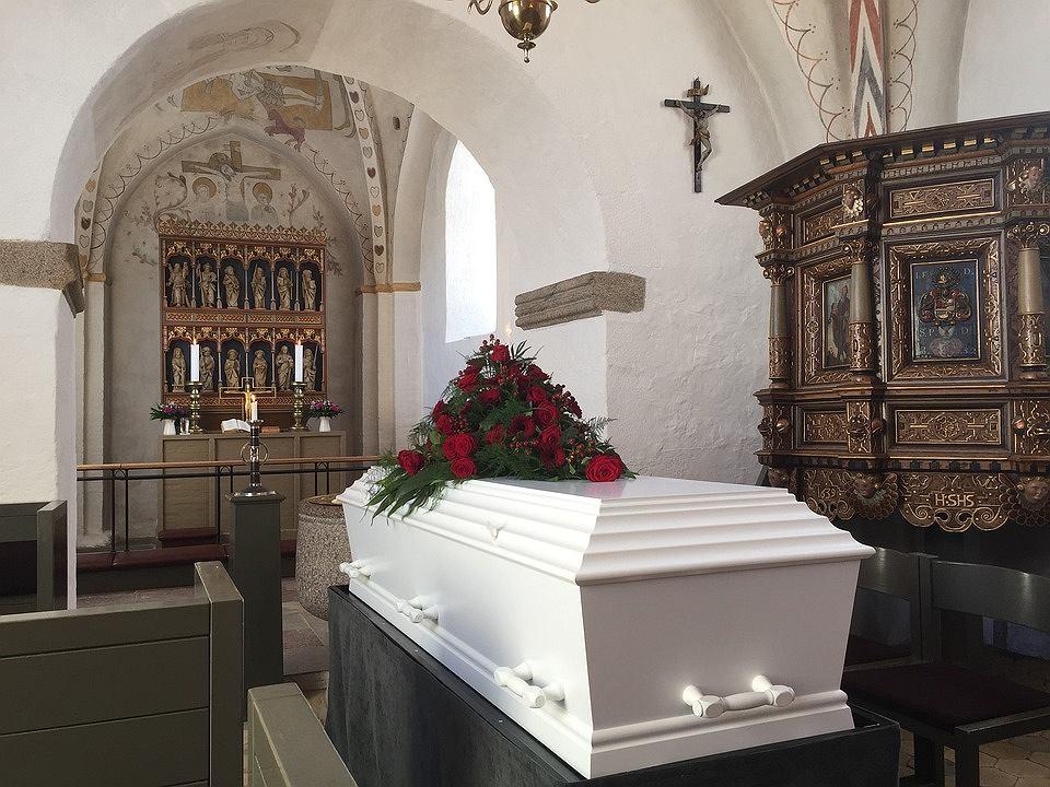 Wtargnęli do domu pogrzebowego po odcisk palca