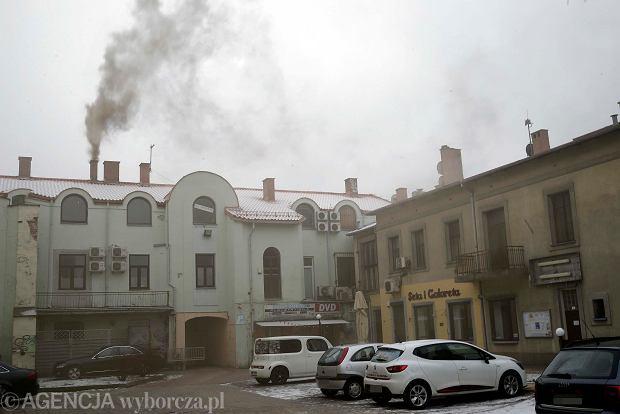 Częstochowa. Sąsiad truje środowisko śmierdzącym dymem z komina? Wzywaj straż miejską