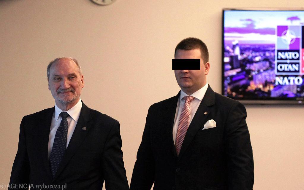Antoni Macierewicz i były rzecznik MON Bartłomiej M.