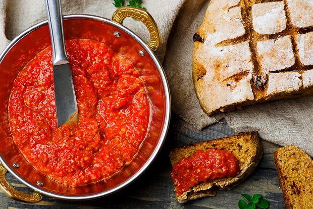Ajvar - pasta z pieczonej papryki nie tylko do pieczywa [PRZEPIS]