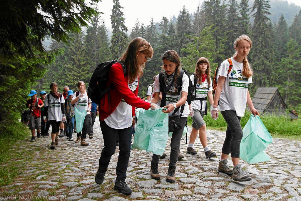 W czasie obchodów Dnia Bez Śmiecenia organizuje się wiele akcji proekologicznych.